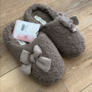 NWT Jessica Simpson plush slippers
